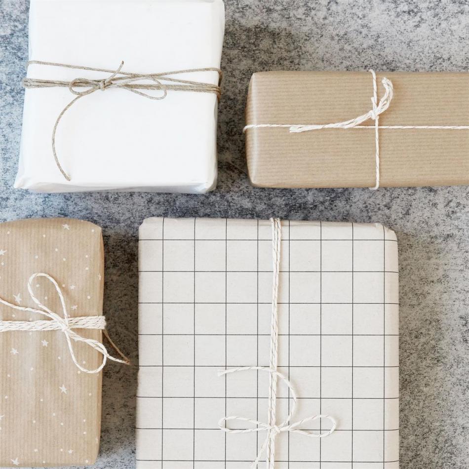 house doctor monograph geschenkpapier sterne grid. Black Bedroom Furniture Sets. Home Design Ideas